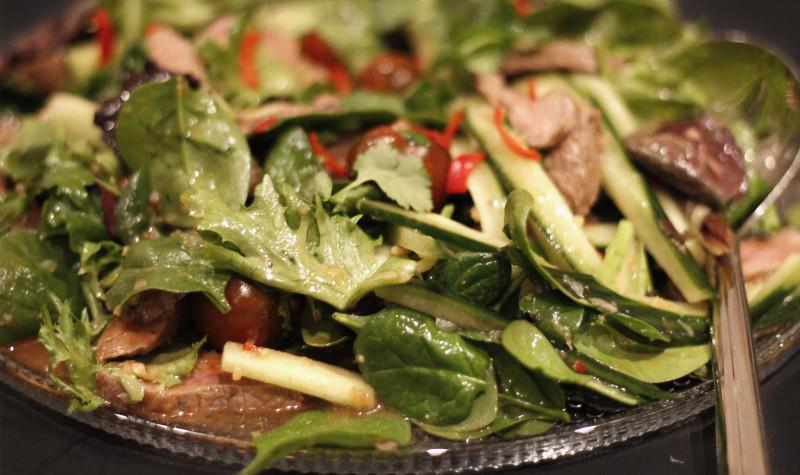 Nautakjöts salat með asísku ívafi