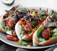 Vegan pulsur með guacomole, salati og sriracha