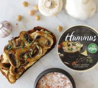 Hummus ristað brauð með áleggi