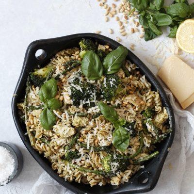 Einfalt, fljótlegt og hrikalega gott kjúklinga pestó salat