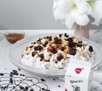 Marengsbomba með brownie bitum, jarðaberjum og salt karamellu sósu