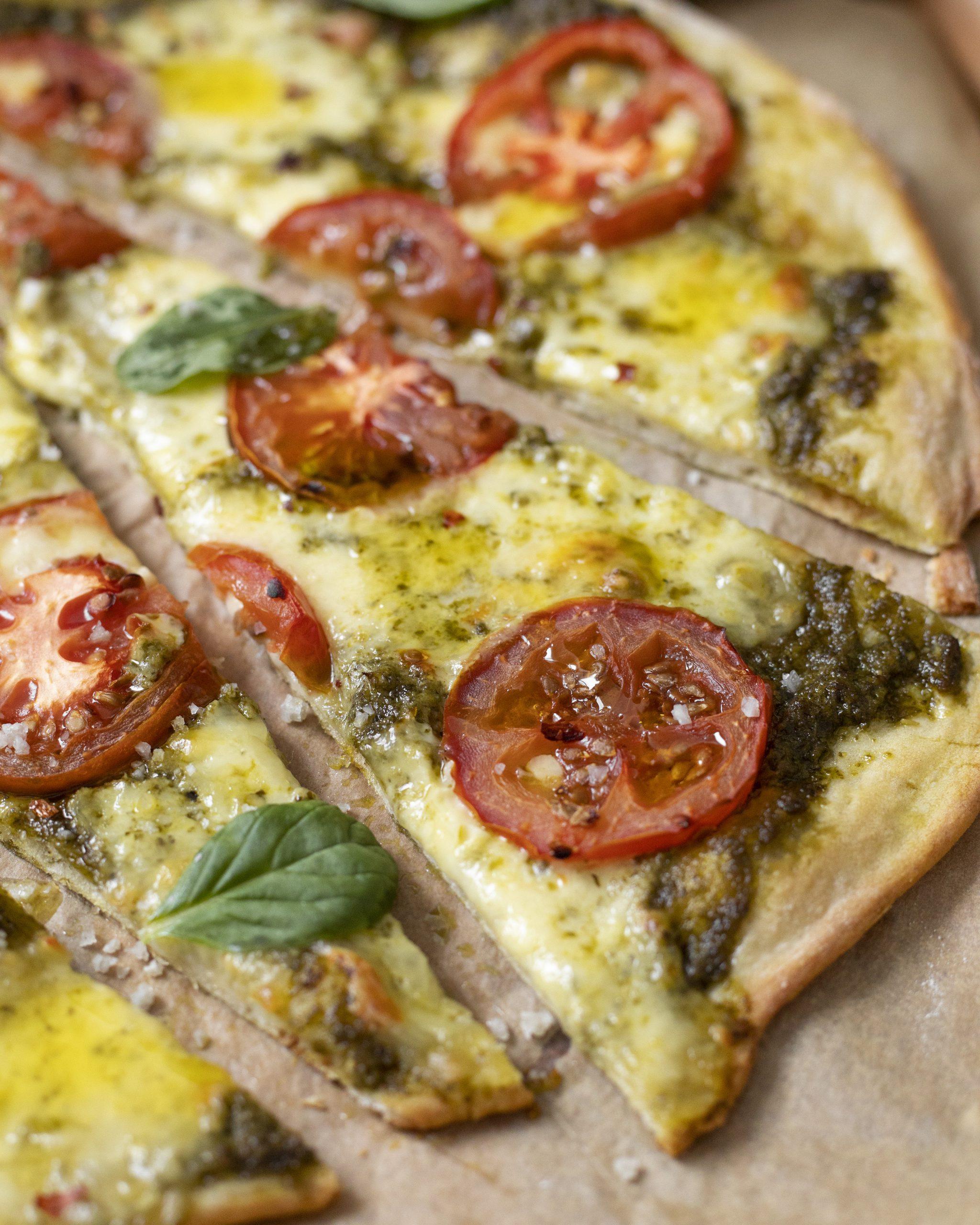 hvítlauks pestó pizza